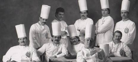 A team of cooks: which ones are virtual cooks?